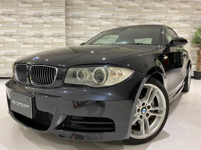BMW 1シリーズ 135i 6速MT/メモリー付黒革電動シート/シートヒーター/純正HDDナビ/CD・DVD/ミュージックサーバー/HIDオートヘッドライト/ミラー型ETC/純正18インチアルミホイール/キーレスエントリー