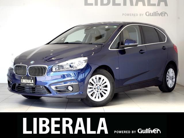 BMW 2シリーズ 218dアクティブツアラー ラグジュアリー コンフォート/ADパーキングサポートPKG 衝突軽減B レーンDW パーキングアシスト 茶革シート 純ナビ Bカメラ パワーバックD コンフォートアクセス LEDライト パワーシート/ヒーター PDC
