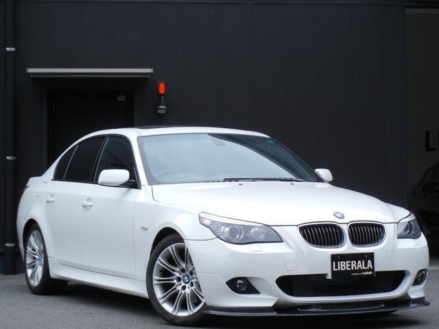 BMW 5シリーズ 530i Mスポーツパッケージ サンルーフ レザーシート/ヒーター/パワーシート HDDナビ/DVD/CD/BT Bカメラ ETC クルーズコントロール コーナーセンサー オートライト HIDライト スマートキー 純正18インチAW