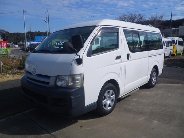 トヨタ  12人乗り、園児バス。 普通免許。