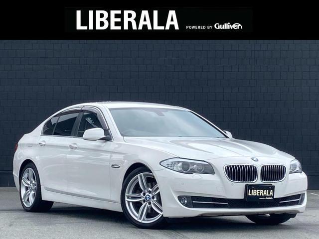 BMW 5シリーズ 523dブルーパフォーマンスハイラインパッケージ OP19incAW 黒革シート/ヒーター コンフォートアクセス 純正ナビ/TV バックカメラ クルーズコントロール キセノンヘッドライト ミラーETC メモリー付パワーシート コーナーセンサー