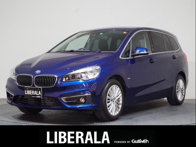 BMW 2シリーズ 218dグランツアラー ラグジュアリー コンフォートPKG/ドライビングA/純正ナビ/Bカメ/黒革/コンフォートA/ETC/パワーシート/シートヒーター/電動リアゲート/前後センサー/17純アルミ/スペアキー/保証書/取説/記録簿