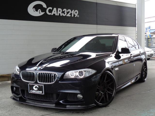 BMW 5シリーズ 528i Mスポーツパッケージ KW車高調 FORGETECH21AW カーボンリップスポイラー サンルーフ 黒革 シートヒーター HDDナビ 地デジ バックカメラ ナイトビューモニター ETC クルコン パドルシフト デイライト