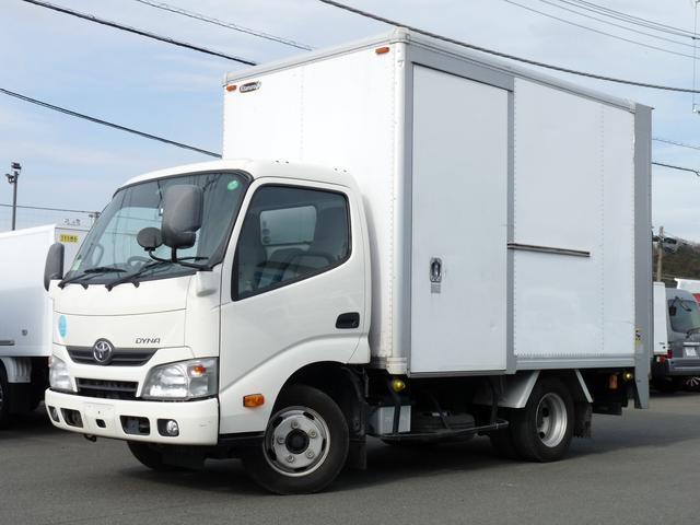 トヨタ 2tパネルバン垂直ゲート付