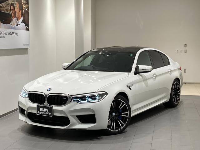 BMW M5 ブラックレザーシート 20インチAW ハーマンカードンスピーカー ヘッドアップディスプレイ 全席シートヒーター アクティブクルーズコントロール トップビューカメラ アダプティブLEDヘッドライト 禁煙