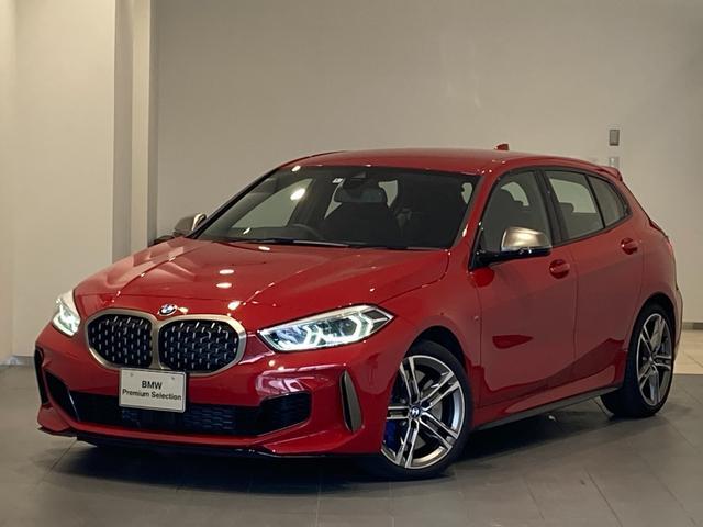 BMW 1シリーズ M135i xDrive 弊社デモカー デビューパッケージ アクティブクルーズコントロール 禁煙 ドライビングアシスト バックカメラ 後方センサー 18インチAW シートヒーター LEDヘッドライト 前後センサー