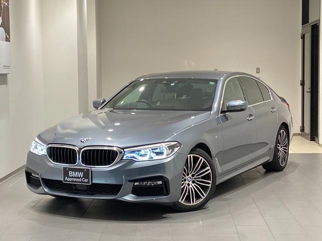 BMW 5シリーズ 530i Mスポーツ ホワイトレザーシート 弊社下取車輌 1オーナー 禁煙車 シートエアコン ハーマンカードンスピーカー アクティブクルーズコントロール ヘッドアップディスプレイ 全席シートヒーター 19インチAW 地デジ