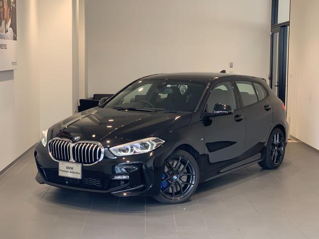 BMW 118i Mスポーツ 弊社デモカー Mスポーツプラスパッケージ 18インチブラックホイール Mスポーツブレーキ アクティブクルーズコントロール パーキングアシスト 衝突被害軽減ブレーキ 電動リアゲート バックカメラ LED