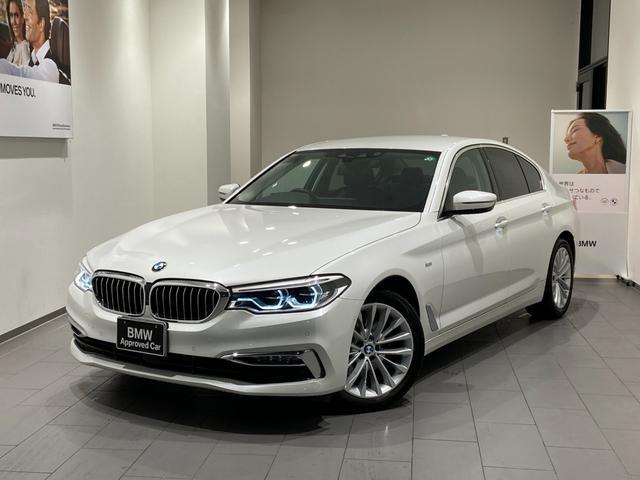 BMW 523iラグジュアリー 弊社下取車 1オーナー 禁煙 ブラックレザーシート トップビューカメラ 全方位センサー オートトランク 18インチAW 全席シートヒーター 衝突軽減ブレーキ Bluetooth/USB 前車追従機能