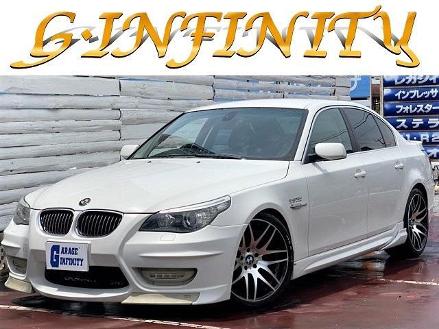 BMW 5シリーズ 525i ・後期型・エナジーコンプリート・検R5年2月迄・純正HDDナビ・黒本革シート・エナジー4本出しマフラー・エナジーダウンサス・エナジーボディーキットフル・記録簿・HID・ETC・AUX外部入力端子