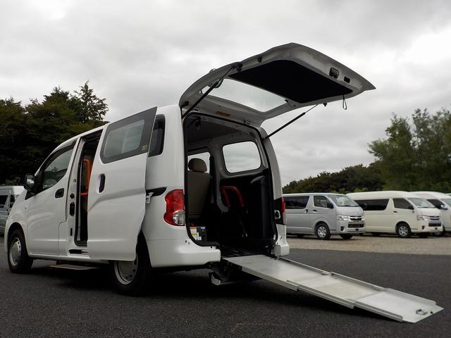 日産 NV200バネットバン ライフケアビークル チェアキャブ スロープタイプ 福祉車両 消費税非課税 5人+車いす1基 電動固定式 後退防止ベルト 夏タイヤ新品交換 オートステップ 手すり