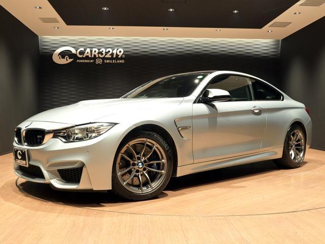 BMW M4クーペ 6速MT・ワンオーナー・ドライビングアシスト・カーボンルーフ・HUD・黒革・シートヒーター・記録簿