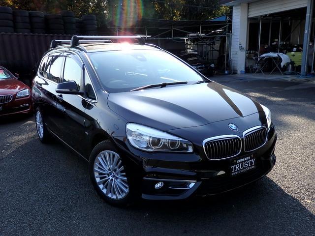 BMW 2シリーズ 220iグランツアラー ラグジュアリー パノラマサンルーフ 自動追従 ヘッドアップディスプレイ アドバンスドアクティブセーフティーPKG LEDヘッドライト ブラックレザー HDDナビ DVD ブルートゥース スマートキー 1年保証