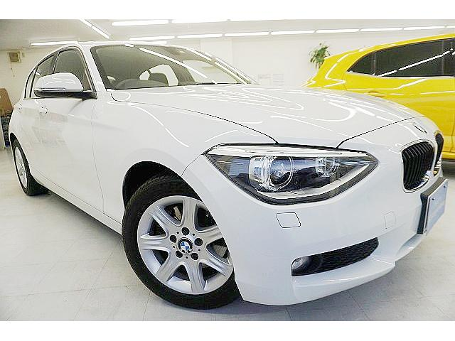 BMW 116i 純正iドライブ8.8型ナビ 正規ディーラー点検済 8速AT 1.6ターボ HIDオートライト アイストップ 革巻ステア ドライブモード 純正16アルミ ロゴ入スカッフプレート ETC 1オーナー・禁煙