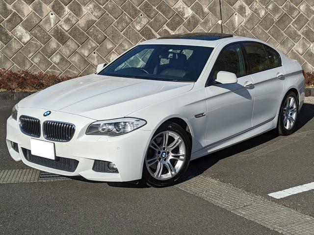 BMW 5シリーズ 528i Mスポーツパッケージ 3000cc直列6気筒モデル ガラスサンルーフ ブラックレザースポーツシート コンフォートアクセス パドルシフト