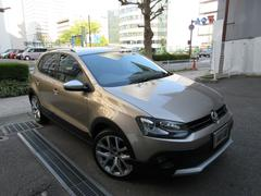 VW ポロクロスポロ ディーラー下取車 1オーナー禁煙車 新車保証継承