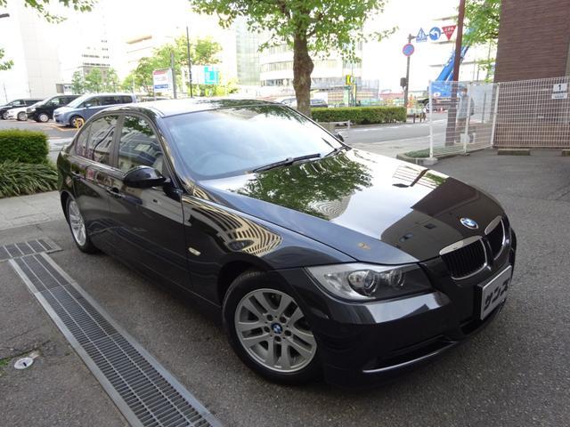 BMW 320i ハイラインパッケージ 正規ディーラー下取車 禁煙車 全正規ディーラー記録簿11枚完備 ガレージ保管車 黒革シートヒーター ナビ 地デジTV コンフォートアクセス スペアキー 3面フィルム貼 キセノン ETC CD 16AW