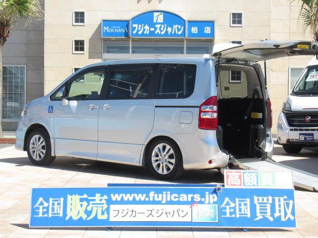 トヨタ ノア 福祉車両 ウェルキャブ リアスロープ 5人車いす2基
