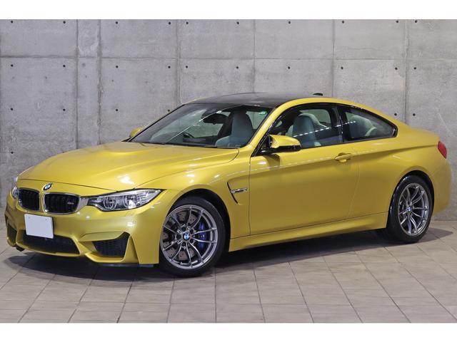 BMW M4クーペ MDCT 3.0L直6ツインターボ シルバーストーンレザー カーボンルーフパネル アクティブMデフ スポーツサスペンション ヘッドアップディスプレイ シートヒーター ドライビングアシスト 鍛造18AW