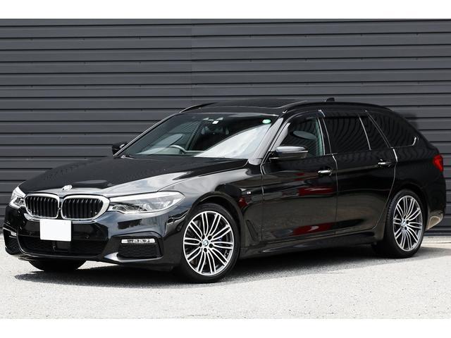 BMW 540i xDriveツーリング Mスポーツ パノラマサンルーフ Mスポーツブレーキ 黒革 3Dビュー アクティブクルーズ 専用19インチAW  地デジTV レーンチェンジウォーニング ウッドインテリアトリム LEDヘッドライト 1オーナー車