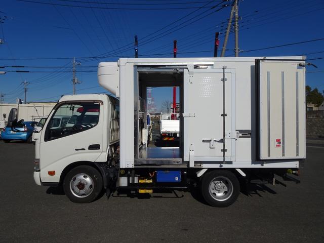 日野 デュトロ  4WD 低温冷凍車 -30℃設定 左右スライドドア スタンバイ GBS機能付 標準幅 10尺 2トン積み