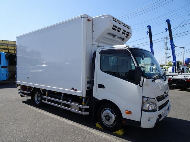 日野 デュトロ  低温冷凍車 -30℃設定 左片開きドア リア3枚観音扉 ワイド幅 ロング 2トン積載