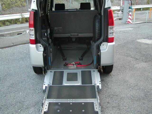 スズキ 車椅子移動車 福祉車両