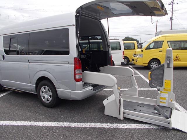 レジアスエースバン 福祉車両 ウェルキャブCタイプ 9名+車椅子1基仕様(トヨタ)