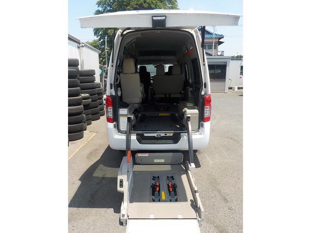 NV350キャラバンバン 福祉車両 チェアキャブ 8人+車椅子2基仕様 リアリフト(日産)