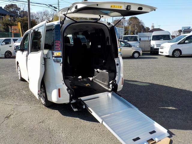 トヨタ 福祉車両 スロープタイプI 車いす2脚 電動ウィンチ TSS