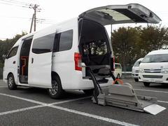 NV350キャラバンバン福祉車両 車いす2脚 リアリフト 電動固定式 Bカメラ
