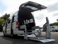 ハイエースコミューターウェルキャブ Dタイプ 車いす4脚仕様 福祉車両 電動固定式 リアリフト ストレッチャー固定棒 点滴フック 走行2.7万km 消費税非課税