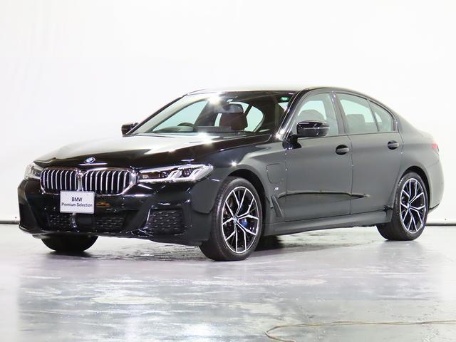 BMW 5シリーズ 530e Mスポーツ エディションジョイ+ ハイブリッド車、全周囲カメラ、革シート、19AW、前後シートヒーター、Fアクティブベンチレーションシート、駐車アシスト、+後退アシスト、地デジ、ヘッドアップD、認定中古車