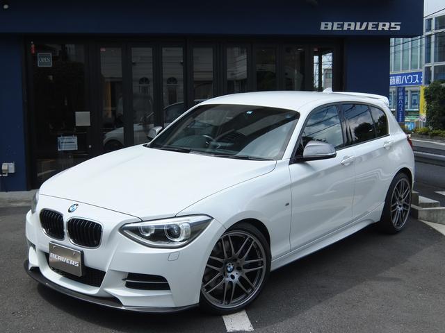 BMW M135i Mパフォーマンスマフラー レザーPKG 鍛造19インチホイール シートヒーター 両席パワーシート コンフォートアクセス パーキングサポートPKG 新型ナビBカメラ