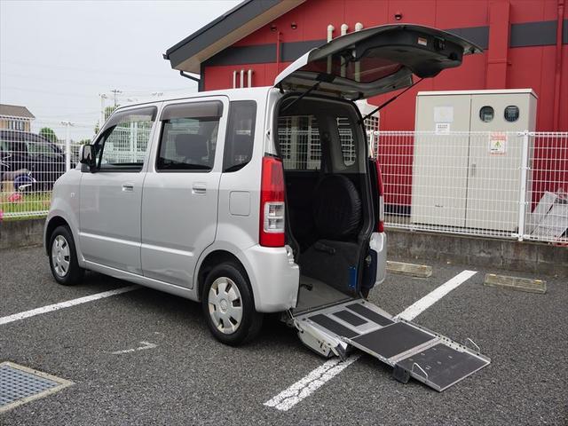 福祉車両 車いす移動車 4人乗り電動固定式(1枚目)