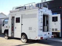 エルフトラック パートタイム4WD キャンピングベース 4点ジャッキ サイドオーニング リアラダー ディーゼル 130馬力 スムーサーE 2ペダル NOx・PM適合
