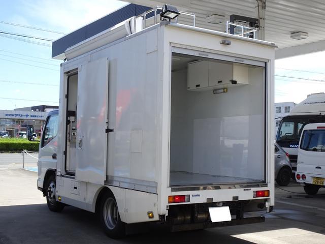 三菱ふそう  パネルバン フルタイム4WD 積載1,850Kg 1ナンバー AT車 原動機4M50 ディーゼルターボ 左サイドドア リア電動シャッタードア サイドオーニング 換気扇 ホンダガソリン発電機