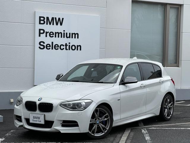 BMW 1シリーズ M135i 純正HDDナビ・バックカメラ・リアPDCセンサー・キセノンライト・オートライト・純正18インチAW・電子シフト・パドルシフト・アルカンターラシート・ミュージックコレクション・アイドリングシトップF20