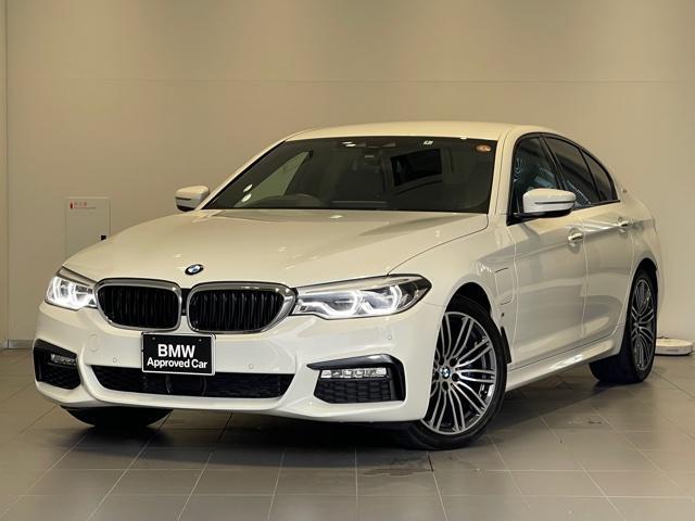 BMW 530e Mスポーツアイパフォーマンス イノベーションパッケージ・ブラックレザーシート・コンフォートパッケージ・ディスプレイキ・ヘッドアップディスプレイ・ソフトクローズドア・地デジ・オートトランク・SOSコール・コネクティッドドライブG30