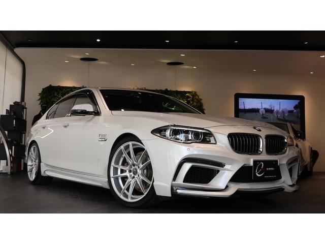 BMW 523iラグジュアリー エナジーコンプリートカーEVO10.2 プラスパッケージ アダプティブLEDヘッドライト リアサイドローラーブラインド(手動) マルチディスプレイメーターパネル 後期モデル ワンオーナー ACC