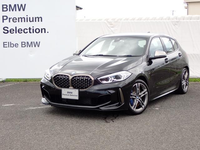 BMW 1シリーズ M135i xDrive デビューPKGストレージPKG電動ゲート電動シート Mブレーキ Mシートベルト Mバケットシート