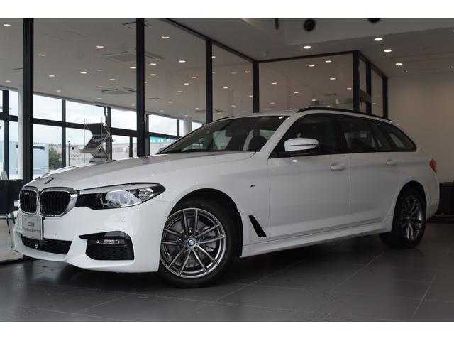BMW 523dツーリング Mスピリット 弊社デモカー 電動テールゲート 電動シート LEDヘッドライト バックカメラ アクティブクルーズコントロール 障害物センサー オートライト 後席エアコン吹き出し口 衝突被害軽減ブレーキ ミラーETC