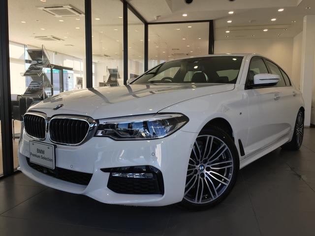 BMW 523i Mスポーツ ジェスチャーコントロール ヘッドアップディスプレイ ディスプレイキー 全周囲カメラ 19インチアルミホイール アクティブクルーズコントロール タッチパネル式HDDナビ 衝突被害軽減ブレーキ