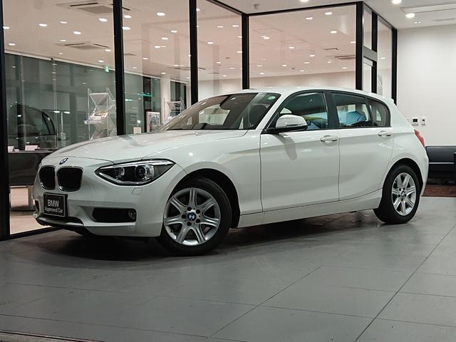 BMW 1シリーズ 116i キセノンヘッドライト 純正HDDナビ 純正16インチAW マルチファンクションステアリングホイール 直列4気筒 CD/DVD再生可能 電動格納ミラー idrive