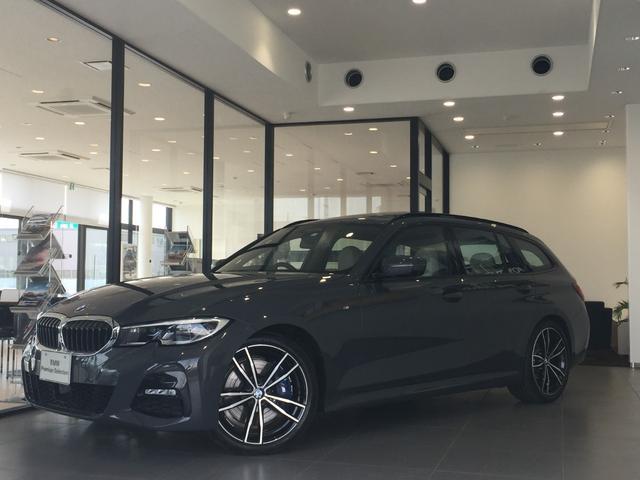 BMW 330iツーリング Mスポーツ ハイラインパッケージ オイスターレザー レーザーライト パノラマサンルーフ ヘッドアップディスプレイ アコースティックガラス TVファンクション コンフォートパッケージ 19インチアルミ デビューパッケージ