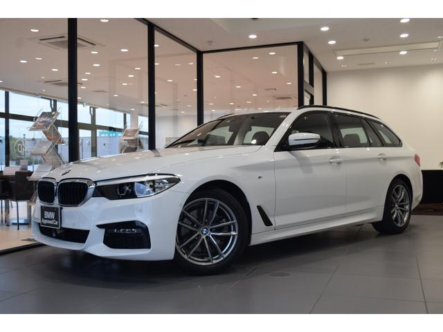 BMW 523d xDriveツーリング Mスピリット 弊社社有車 アクティブクルーズコントロール ドライビングアシスト 電動リヤゲート ヘッドアップディスプレイ リヤビューカメラ リヤガラスハッチ HDDタッチナビ 18AW 4WD 地デジTV