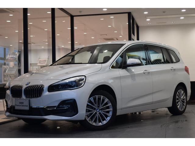 BMW 218dグランツアラー ラグジュアリー 弊社デモカー 電動シート オイスターレザー シートヒーター 電動リアゲート バックカメラ LEDヘッドライト アクティブクルーズコントロール ヘッドアップディスプレイ 純正17インチアルミホイール