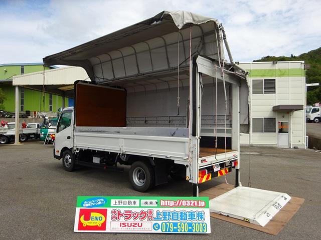 トヨタ パワーゲート付手動幌ウイング リヤカーテン式扉 3t積み
