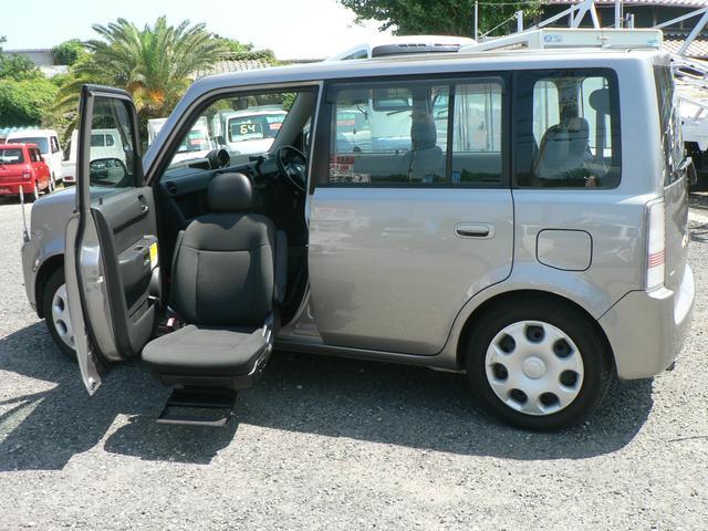 トヨタ 福祉車輌 助手席シートリフトアップ 4WD