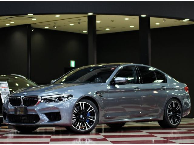 BMW M5 カーボンファイバー製ルーフ 20インチアルミ
